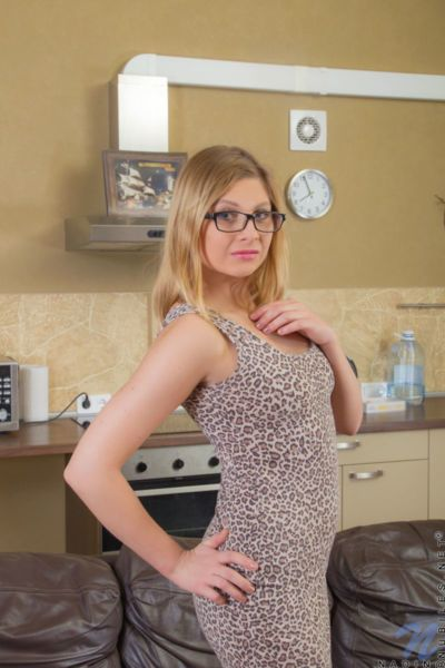 Nerdy teen amateur Nadin slips off black panties to pose in the buff